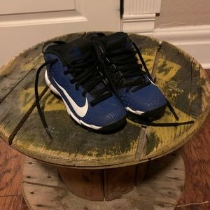 Nikes kids shoes size 11